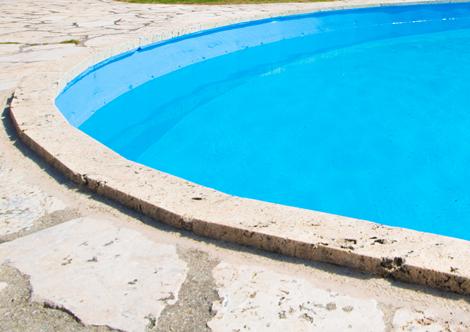 プール付きホテル